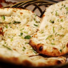CHEESE & GARLIC NAAN